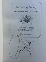 GUERNSEY LITERARY AND POTATO PEEL PIE SOCIETY.  by Shaffer, Mary Ann  and Annie Barrows.