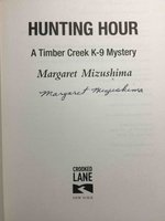 HUNTING HOUR: A Timber Creek K-9 Mystery. by Mizushima, Margaret.