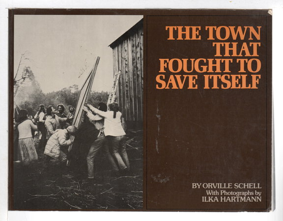 THE TOWN THAT FOUGHT TO SAVE ITSELF. by Schell, Orville; photographs by Ilka Hartmann.